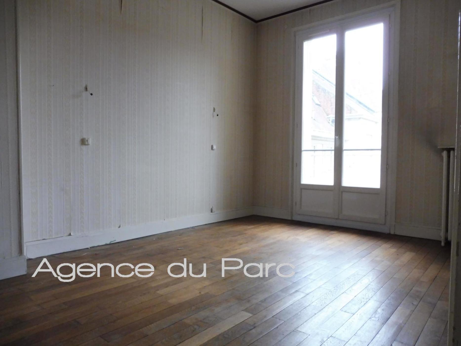 Acheter vente d 39 une maison de ville centre de caudebec en for Acheter garage investissement