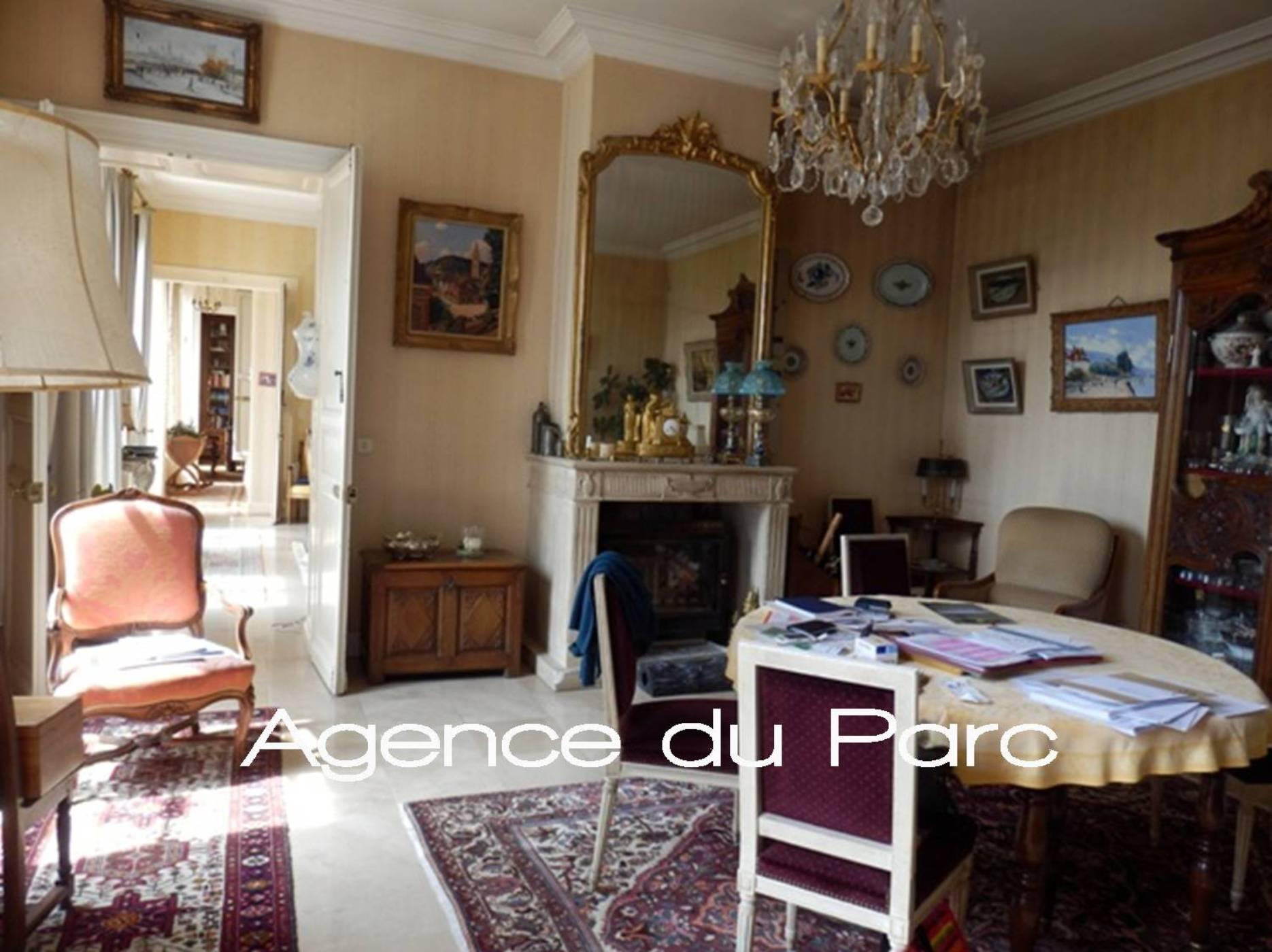 Hotel Particulier Du Xviiieme A Acheter Avec Sa Maison De