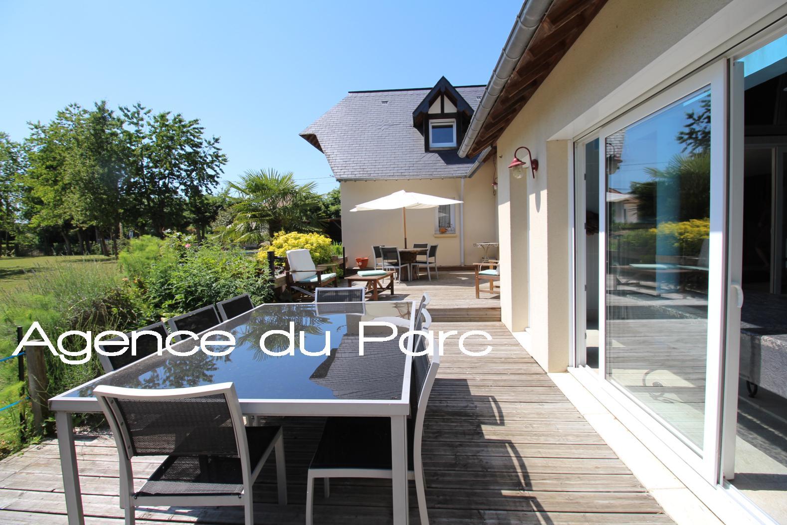 Acheter vente d 39 une maison contemporaine aux beaux volumes for Acheter yourte contemporaine