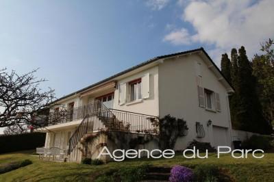Vente d'une vaste maison avec vue dégagée sur la Seine Centre de Caudebec en Caux, village en bord de Seine proche de tous commerces