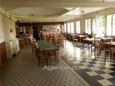Ancien hôtel restaurant de style anglo-normand à acheter en bord de Seine, aux environs de Caudebec en Caux,Rives en Seine, en Normandie