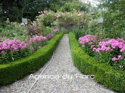 vente d'une maison en briques du XVIIIe bénéficiant d'un très beau jardin de 2000 m²