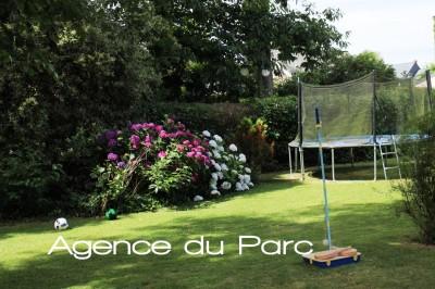 acheter une demeure de caractère, en briques, rénovée, près du centre d'Yvetot, avec un charmant jardin de ville
