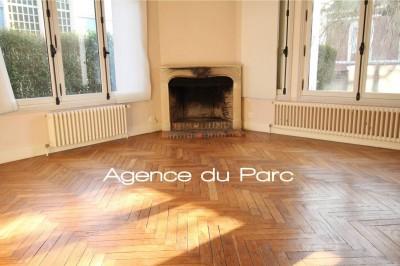 achat d'une maison de charme aux beaux volumes, très lumineuse, 7 chambres, à deux pas des commerces, écoles, gare SNCF , à Yvetot