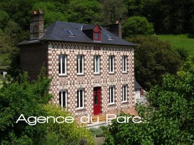 vente d'une charmante maison de maître en très bon état à Caudebec en Caux avec 4 chambres près du centre ville et de la Seine