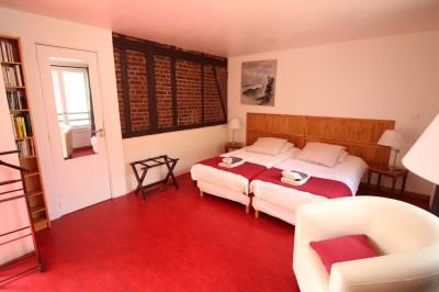 Vente d'une maison ancienne, rénovée avec des matériaux écologiques, chauffage à granulés très économique, 5 chambres, idéale pour une famille