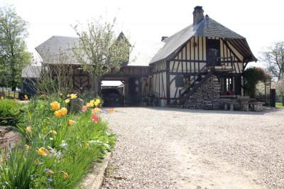vente d'une normande à la vue dégagée sur la campagne, entre Caudebec et Lillebonne sur 6000 m² env de terrain