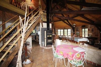 vente maison normande, aux environs de Caudebec, dans un bel environnement, avec un manège loué en gîte.