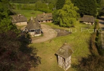 achat d'une maison de famille, de caractère, typique de la Normandie, 3 chaumières à colombages à 2 h de Paris, dans une vallée classée