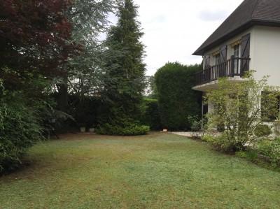 acheter une grande maison en vallée de Seine, nichée dans la verdure entre le Pont de Brotonne et Rouen