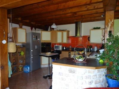 achat d'une maison offrant une grande pièce de vie avec une cuisine ouverte