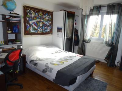vente d'une maison de plain pied offrant 2 chambres et un grand espace de vie de 50 m² avec un poêle à bois, campagne Caudebec en Caux