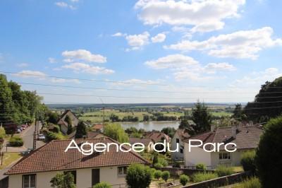 achat d'une maison avec 4 chambres et sous-sol complet et vue dégagée à Caudebec