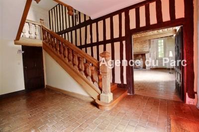 achat d'un manoir en Normandie à 2 h de Paris offrant un magnifique escalier