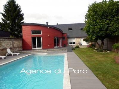 Achat d'une maison contemporaine en très bon état avec une piscine à 30 mn de ROUEN, dans un bourg tous commerces, en Normandie