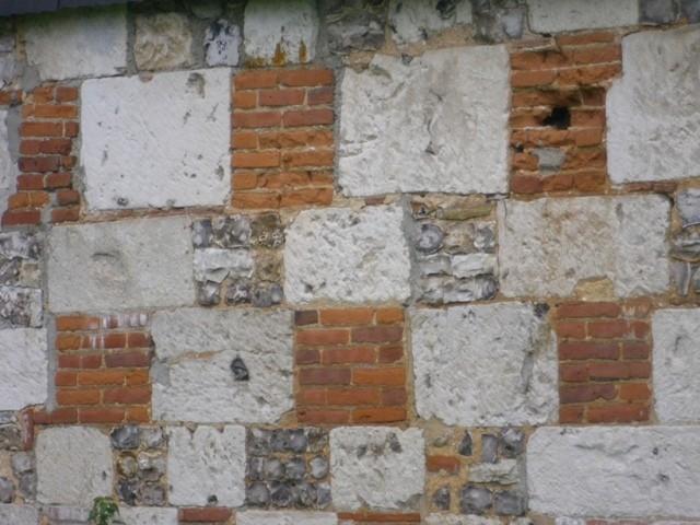 bâtiment  ancien à restaurer Haute Normandie, 76, Pays de Caux, entre Rouen et Le Havre,   campagne Yvetot bel appareillage de pierres, briques de Saint Jean et silex