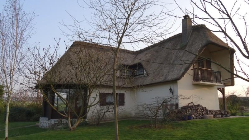 Maison de charme couverte en chaume à vendre proche du Pont de Brotonne, sur l'axe Caudebec en Caux- Bourg Achard, 76, Vallée de Seine, entre Rouen et Le Havre