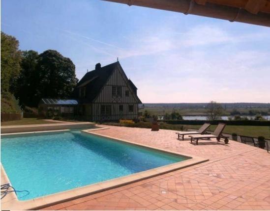 achat d'une maison normande avec piscine en vallée de Seine